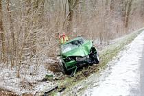 Zimní počasí pondělního rána překvapilo i některé motoristy.