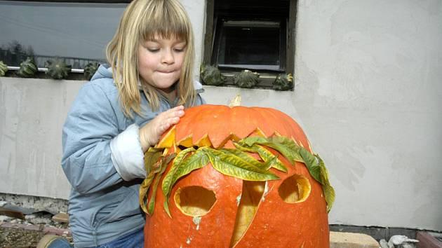 Téměř celý Městec slaví halloween