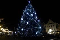 Vánoční strom v Poděbradech. Ilustrační foto.