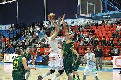 Z utkání čtvrtfinále Mattoni NBL Nymburk - Levice (83:52).