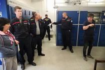 Jednotka hasičů SŽDC objela napájecí transformátorové stanice na Nymbursku.