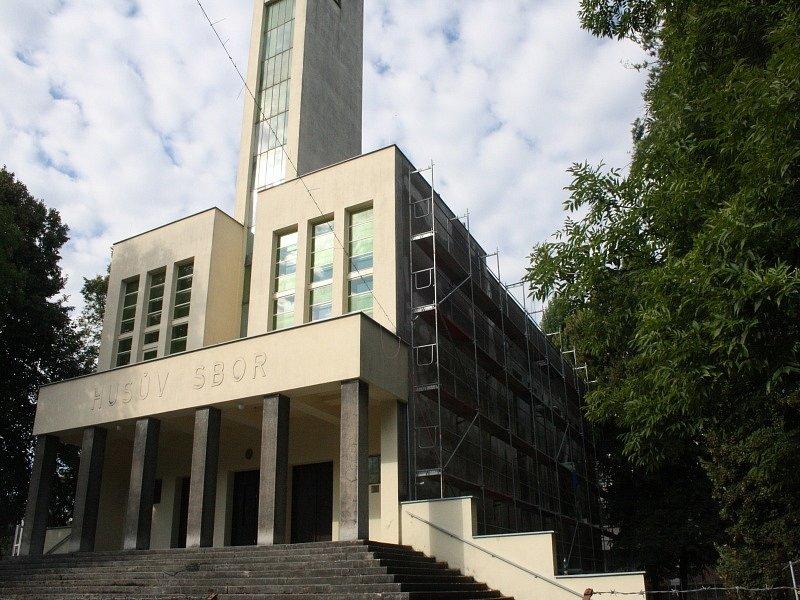 Husův sbor v Nymburce dostává nový kabát
