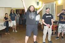 Metalový večer se odehrál v nymburské hospodě Semafor.