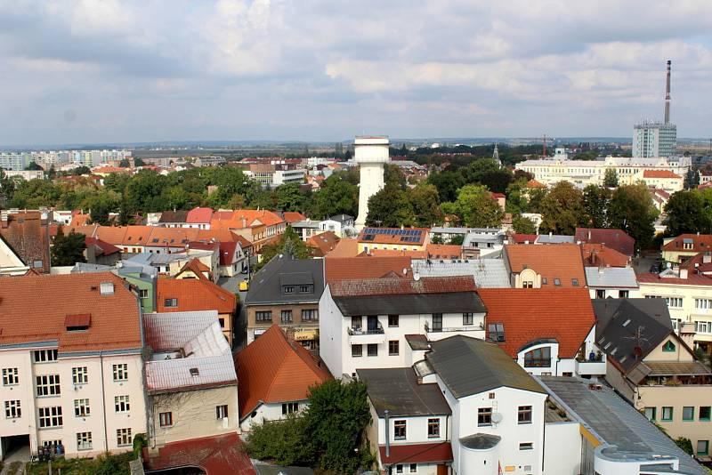 Výhled z věže kostela sv. Jiljí v Nymburce.