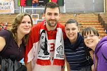 PRODLOUŽIL. Třiatřicetiletý basketbalista Radoslav Rančík prodloužil s Nymburkem smlouvu o další dva roky. A může si tak i nadále užívat přízeň nymburských fanynek