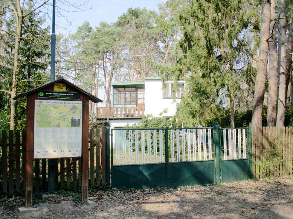 Hrabalova chata, kterou nabízí realitní kancelář ke koupi za necelých 12 milionů korun.
