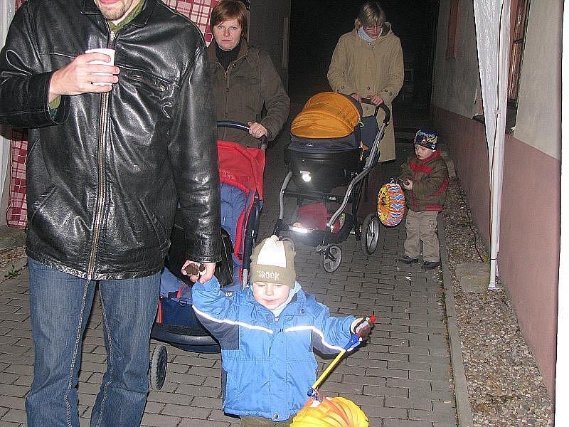 Do Lysé nad Labem přijel Martin na bílém koni. Přivítaly ho stovky lidí.