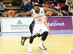 PŘITUHUJE. Nadstavbová část nejvyšší basketbalové soutěže mužů právě startuje. Nymburk v lize zatím ani jednou neprohrál a ve vítězném tažení chce pokračovat.