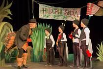 Fotografie z představení Nápady blešáka Fešáka, Tesseris Sadská, které bude uvedeno v rámci přehlídky Klicperovy divadelní dny.