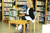 Beseda a autorské čtení s Irenou Obermannovou v nymburské knihovně.