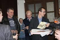 V nymburském Vlastivědném muzeu se konal křest knih Nymburkem ve stopách Bohumila Hrabala a Nymburk za třicetileté války.