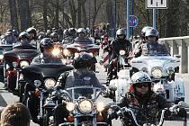 Motorkáři z celé České republiky zahájili sezónu v Poděbradech.