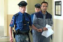 M.L. stanul u nymburského soudu. Muž měl najíždět do celníků.