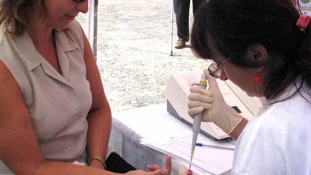 Na nymburském náměstí si lidé mohli nechat změřit tlak či hladinu cukru v krvi