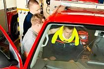 Drážní hasiči mají nového pomocníka na vyprošťování osob.