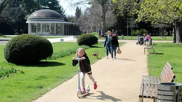 Lázeňský park na začátku jara.