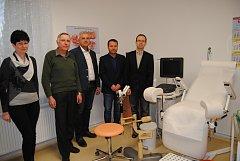 Slavnostního předání přístroje se kromě starosty města zúčastnili také zástupci nymburské nemocnice.