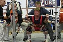 Nymburský silový trojbojař Karel Ruso pokořil český rekord ve dřepu. Ten je nyní 255 kilogramů