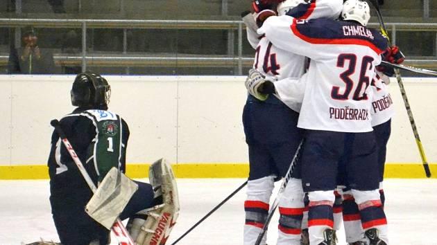 Hokejisté Poděbrad slavili v utkání s Příbramí šest vstřelených gólů a důležité vítězství.