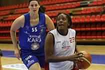 Z basketbalového utkání extraligy žen Nymburk - Trutnov (77:60)