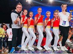 Závodnice poděbradského oddílu aerobiku se stali se skladbou Kdo bude dračí bojovník vicemistryněmi světa, které se konalo v holandském Leidenu.
