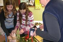 Děti ze křinecké školy uspořádaly spolu se svými učiteli vánoční trhy přímo ve škole.