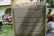 Obrazy a ilustrace Václava Junka vystavuje do 31. srpna Lesní ateliér Kuba v Kersku.