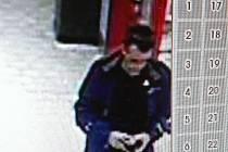 kamera zachytila muže, který by mohl být důležitým svědkem.
