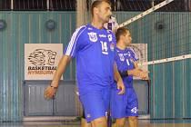 ZKUŠENÝ Ondřej Michálek (číslo 14) potáhne nymburské volejbalové mužstvo i v nadcházející sezoně