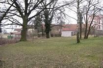 Na tomto místě v Lysé nad Labem má stát nový domov důchodců.