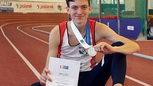 Stříbro. Nymburský atlet Ondřej Hodboď vybojoval na Mistrovství republiky druhou pozici.