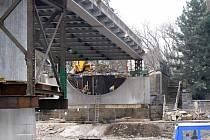 Uzavřený most v Poděbradech.