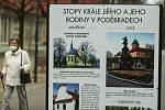 Výstava o Jiřím z Poděbrad na lázeňské kolonádě.