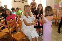 Podpořit děti  z nymburského dětského domova v rámci projektu Rozjedu to! přijela i modelka Tereza Maxová.