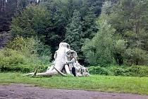 Polák s betonovým mamutem u Žďáru