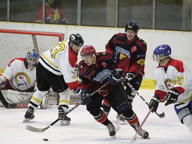 Poděbradský hokejista Petr Fiala (zcela vpravo) ukončil svou bohatou kariéru