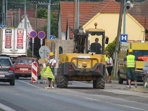 Omezení dopravy se po dokončení prvního úseku posune na dalších sto metrů silnice.