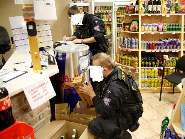Finanční a Celní správa zabavuje všechno zboží na pumpě v Bobnicích