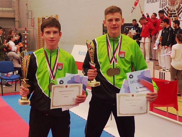 ZLATÍ HOŠI. Karatisté Filip Krišal a Filip Černík ze sadského klubu se stali republikovými šampiony.