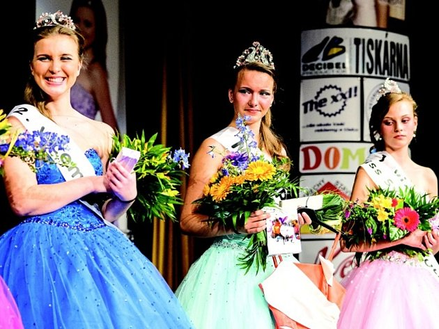 Miss Polabí 2013 Monika Moravcová (uprostřed).