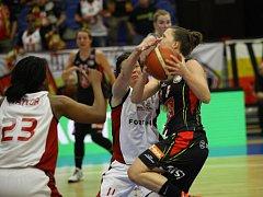 Z basketbalového utkání play off ŽBL Nymburk - Hradec Králové (66:63)