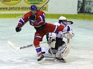 Z hokejového utkání play off druhé ligy Nymburk - Kolín (1:0 pp)