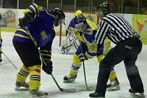 Z utkání druhé hokejové ligy Nymburk - Benešov (4:6)