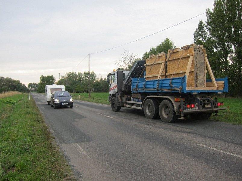Opatrné převážení z Oskořínku do Přerova nad Labem.