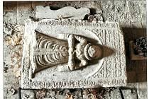 Z volně přístupného kostela na kopci Chotuc byla odcizena náhrobní deska Marie Smidarské.