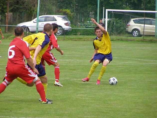 Z okresního derby fotbalové I.B třídy Milovice - Městec Králové (5:0)