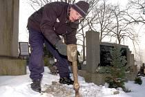Mladíci začali před svojí obětí kopat hrob