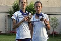 BUDOU V PODĚBRADECH. Sestry Anežka (vlevo) a Eliška Drahotovy z ME juniorů 2013 v italském Rieti (1. a 3. místo)