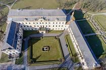 Domov seniorů na zámku v Lysé nad Labem.