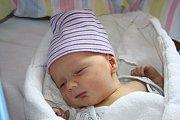 DANEČEK Z VELKÝCH CHVALOVIC. DANIEL HÁJEK se narodil 25. dubna 2017 v 18.35 hodin. Sokolík s mírami 3 170 g a 50 cm má rodiče Radku a Aleše a brášku Pavlíka (5). Jméno vybrala maminka.